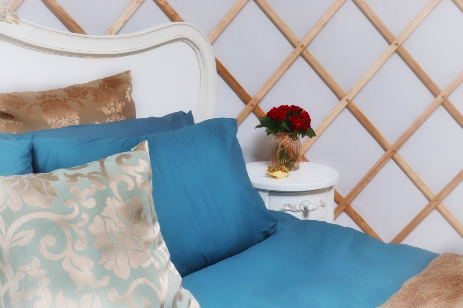 Teal and gold bedding on superking bed with red roses