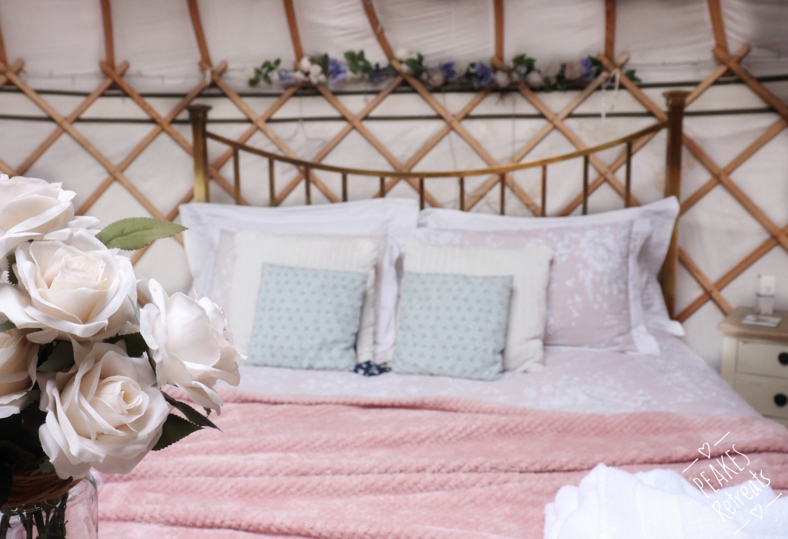 Beautiful yurt interior, superkingsize bed, pink bedding