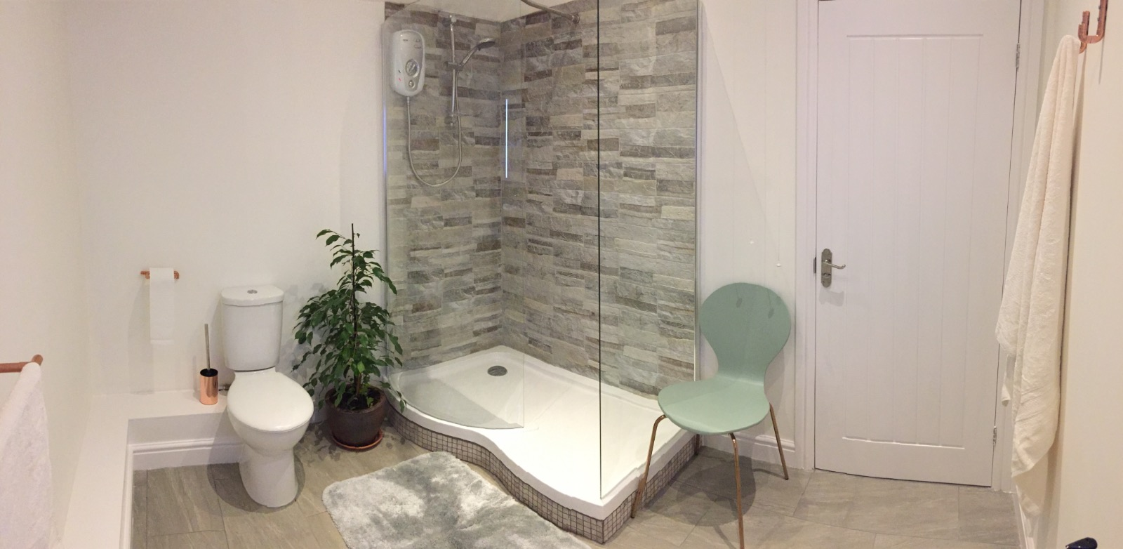 Bathroom, large shower glamping facilities on campsite